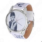 Часы наручные Mitya Veselkov «Одри курит» ART